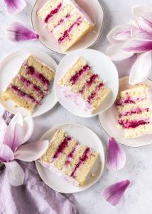 Rezept: Magnolien Torte mit Himbeer Joghurt und Quark backen Frühling lecker einfach fruchtig #torte #magnolien #himbeeren #cake #backen #rezept   Emma´s Lieblingsstücke