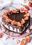Rezept: Yogurette Erdbeer Schokoladen Herz Torte zum Muttertag backen Herztorte Muttertagstorte #muttertag #herztorte #torte #cake #mothersday #yogurette #strawberries | Emma´s Lieblingsstücke