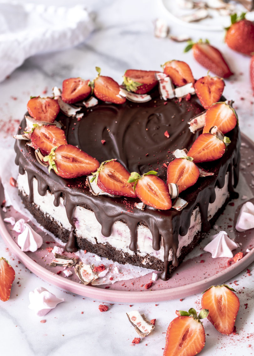 Rezept: Yogurette Erdbeer Schokoladen Herz Torte zum Muttertag backen Herztorte Muttertagstorte #muttertag #herztorte #torte #cake #mothersday #yogurette #strawberries | Emma´s Lieblingsstücke