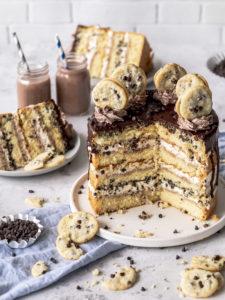 Werbung - Rezept für ein Chocolate Chip Cookie Törtchen mit Cookie Deko und Schokoladen Drip. Torte Drip Cake Cookies backen #dripcakes #cookies #torte #chocolatechip   Emma´s Lieblingsstücke