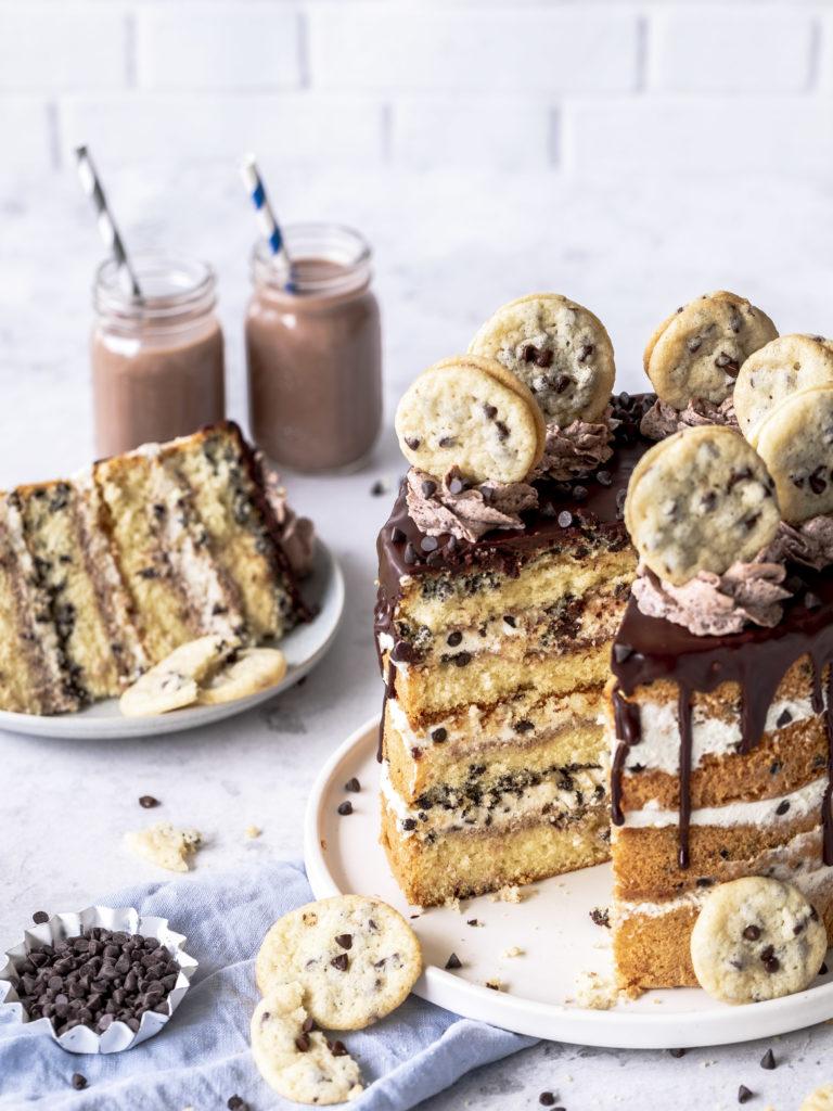 Werbung - Rezept für ein Chocolate Chip Cookie Törtchen mit Cookie Deko und Schokoladen Drip. Torte Drip Cake Cookies backen #dripcakes #cookies #torte #chocolatechip | Emma´s Lieblingsstücke