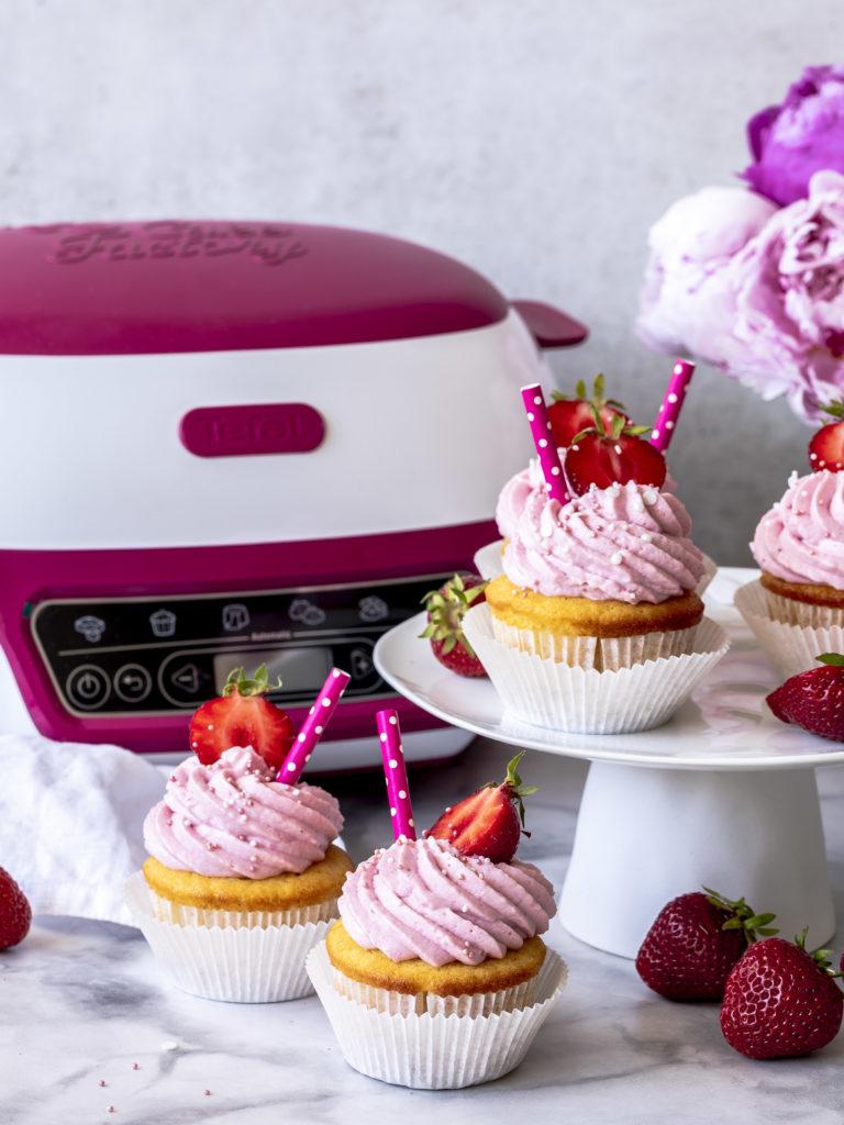Werbung - Einfaches Rezept für fluffige Erdbeer Limo Cupcakes mit der Cake Factory von Tefal #mycakefactory #cupcakes #backen #erdbeeren Fanta-Cupcakes #strawberry lecker einfach | Emma´s Lieblingsstücke