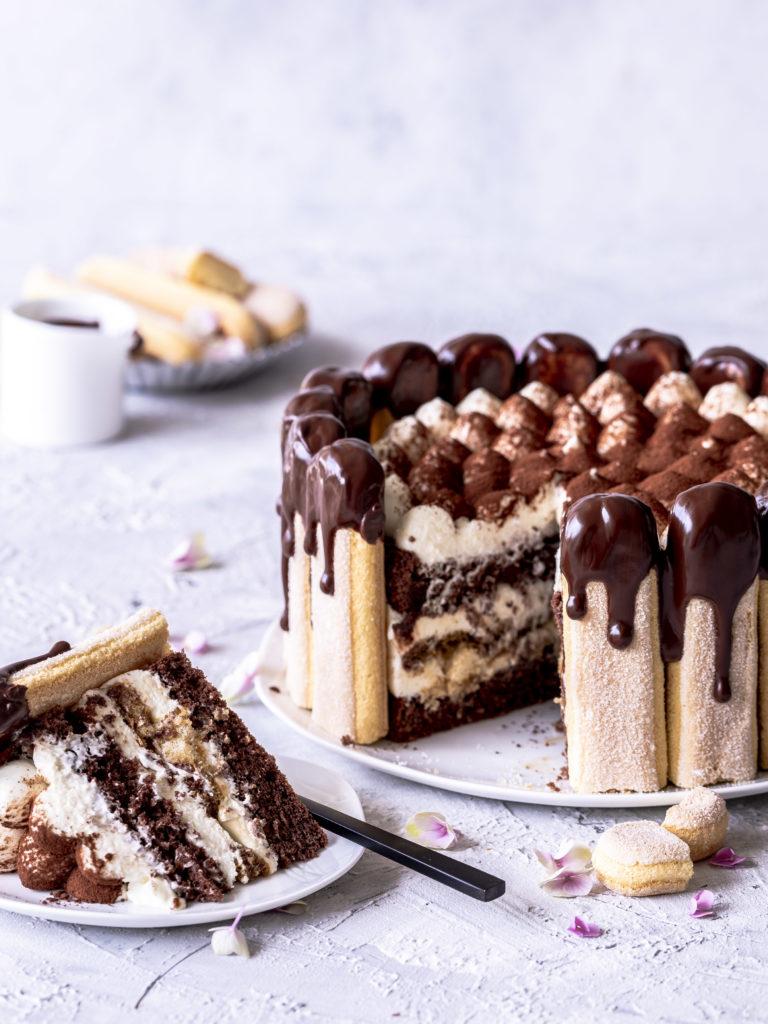 Schokoladen Tiramisu Charlotte Torten Rezept backen mit Kaffee, Löffelbiskuits und Schoko Drip #torte #schokolade #chocolate #backen #dripcake  Emma´s Lieblingsstücke